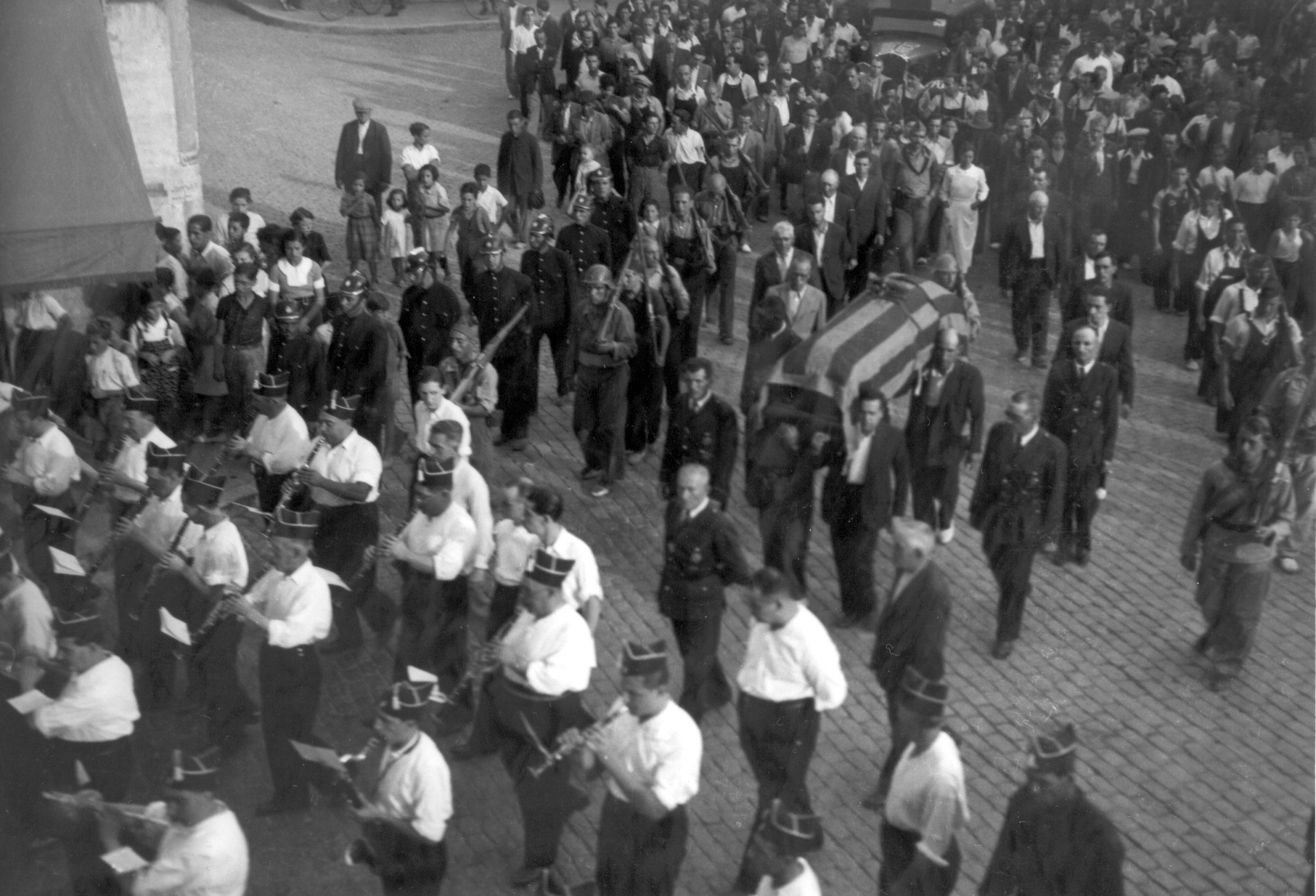 Bombers de Granollers, en el seguici del sepeli fet l'11/09/1936 per Joan Cerdà