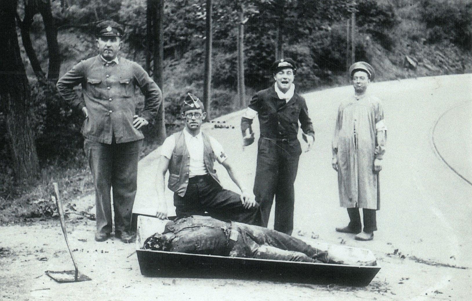 Bombers de Barcelona amb un cadàver, l'home segurament va ser assassinat a l'inici de la guerra civil