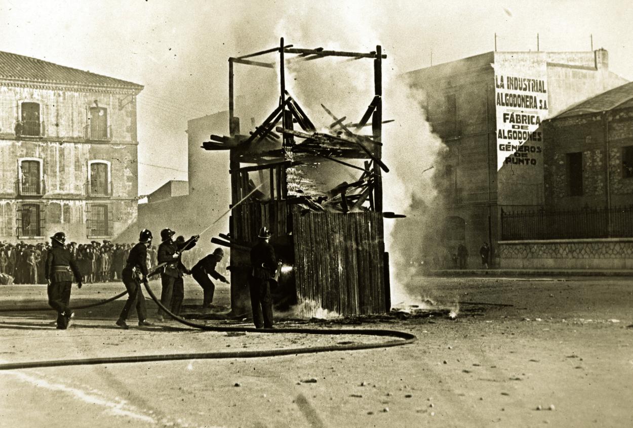 Bombers de Reus en una exhibició el 1932